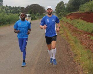 Ibrahim Mukunga ja Tiidrek Nurme Keenias jooksmas. Foto: Tiidrek Nurme blogi