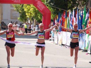 Kolmikõed Luiged Skopje poolmaratoni finišis. Korraldajate foto