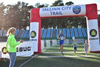Priit Lehismets võitjana Tallinn City Trail Run finišis. Foto:  ACE Adventure Racing