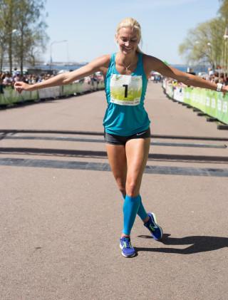 SEB Maijooks 2017 võitja Liina Tšernovi finiš. FOTO: Elen Valli