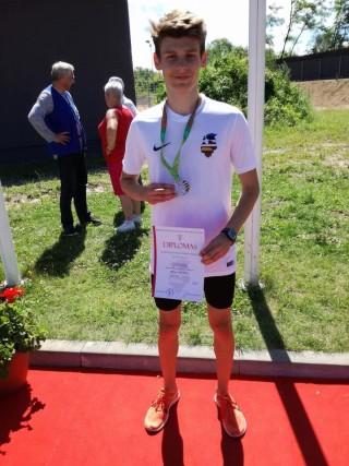 Kristian Otlot võidetud medaliga. Foto: EKJL