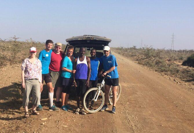 Viimane treening koos arreteeritud jooksjaga Rumuruti-Nanyuki teedel. Pildil, vasakult Maris, mina, Peeter, Riina, Karjuki, Mukunga ja Andrus. Foto: Margus Nurme