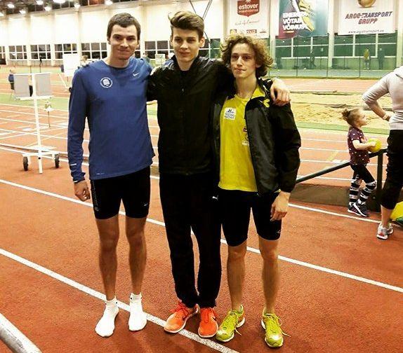 Kristian Otlot (keskel) koos Deniss Šalkauskase ja Mark Abneriga pärast 1000 m jooksu. Foto: Urmas Põldre