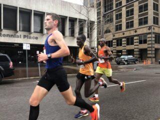 Tiidrek Nurme jooksmas Birminghami maratonil. Korraldajate foto