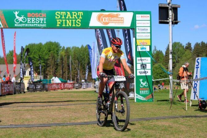 Gert Jõeäär Tallinna Rattamaratoni võitjana finišis. Foto: Viktor Tund