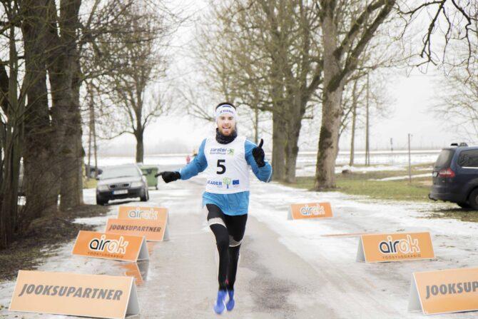 Karel Hussar võitjana Talvejooksu finišisse jõudmas. Foto: Kädi Salme