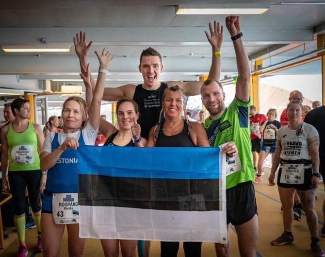 Eesti ultrajooksjad Espoos. Vasakult Marika Roopärg, Karmen Lepp, Raili Rüütel, Cris Poll. Nende taga Rain Seepõld. Foto: erakogu