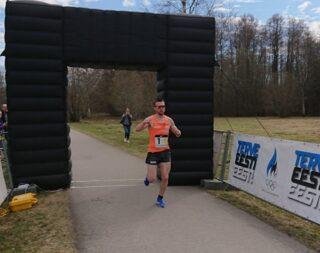 Roman Hvalõnski Sparta I tiimi võitjana finišisse toomas. Foto: Ahto Jakson