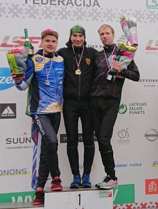 Lauri Sild (keskel) autasustamisel. Foto: Eesti Orienteerumisliit