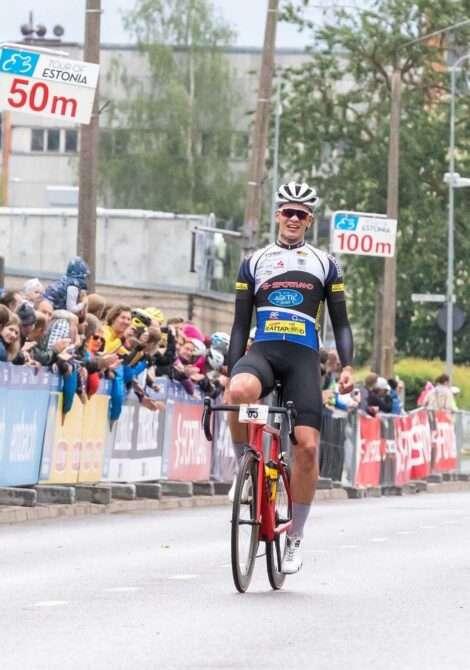 Gleb Karpenko Tartu Rattaralli võitjana finišisse jõudmas. Foto: Ardo Säks