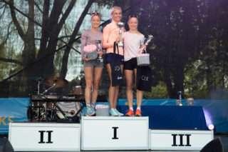 Liina Luik, Liina Tšernov ja Leila Luik Maijooksu autasustamisel. Foto: Kristo Parksepp