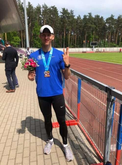 Sten Ütsmüts 800 m pronksmedaliga. Foto: erakogu