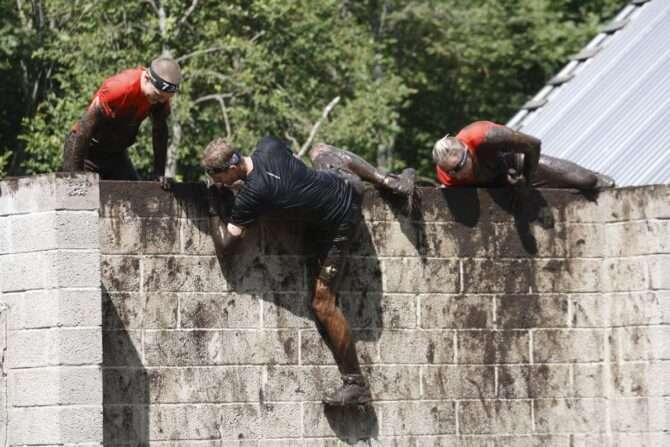 Osalejad müüri ületamas. Foto: SK Stamina