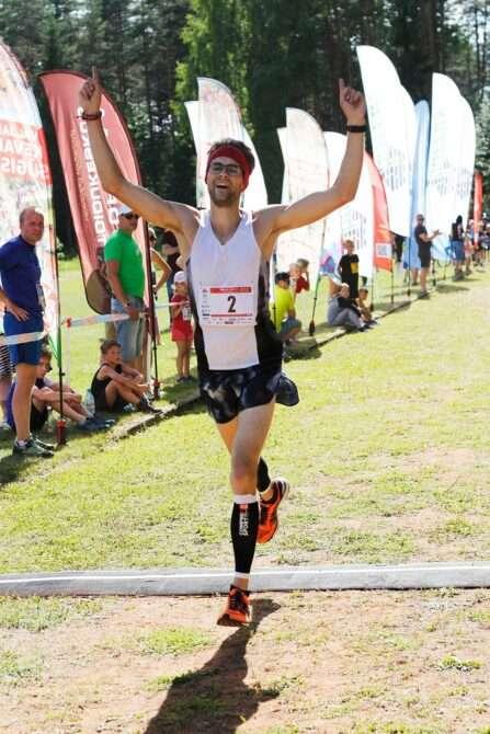 Rauno Jallai ümber Pulli järve jooksu finišis. Foto: Võrumaa Spordiliit