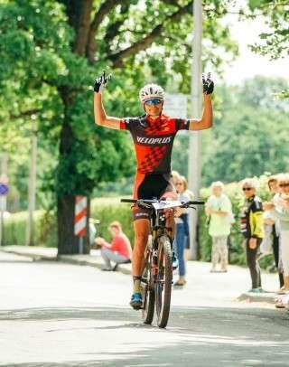 Peeter Tarvis võitjana finišisse sõitmas. Foto: Adam Illingworth