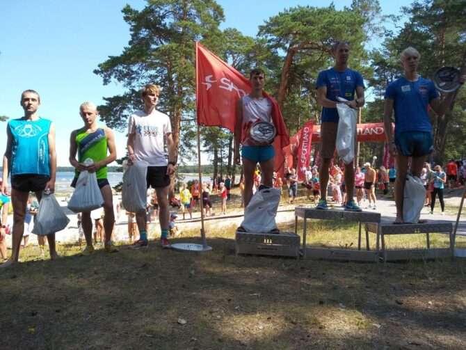 Kuus kiiremat meest austasustamisel. Vasakult: Aaro Tiiksaar, Rauno Reinart, Martin Vilismäe, Aleksander Kuleshov, Bert Tippi ja Jaanus Kallaste. Foto: erakogu