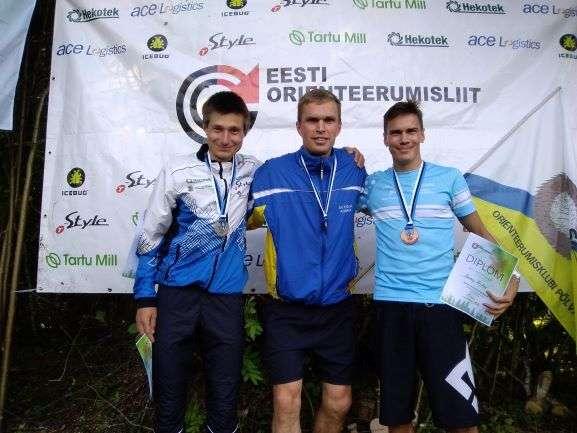 Meeste esikolmik autasustamisel. Foto: Eesti Orienteerumisliit