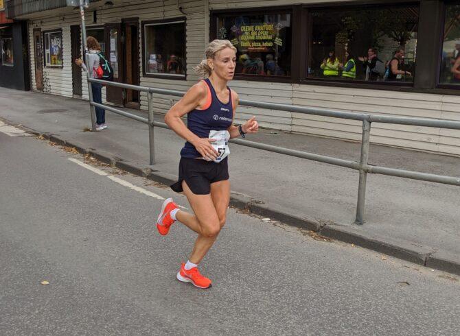 Marion Tibar Tallinna Maratoni rajal. Foto: Kain Väljaots