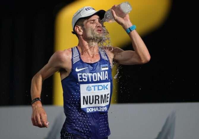 Tiidrek Nurme Dohaa MMi maratonil end veega jahutamas. Foto: Scanpix