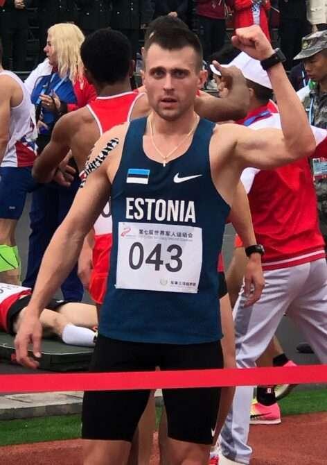 Roman Hvalõnski pärast krossijooksu võitu Hiinas. Foto: erakogu