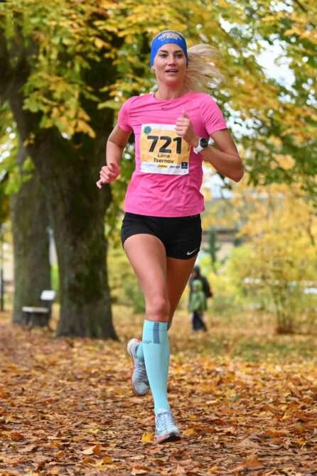 Liina Tšernov Saaremaa kolme päeva jooksu viimasel etapil võitu vormistamas. Foto: Riho Lüüs