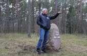 Olümpiavõitja Erki Nool Tšika sirget tähistava kivi juures. Foto: MTÜ Tshika Toetusselts