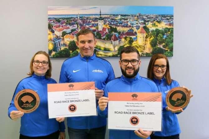 Tallinna Maratoni korraldustiim IAAF pronsktaseme sertifikaatidega.