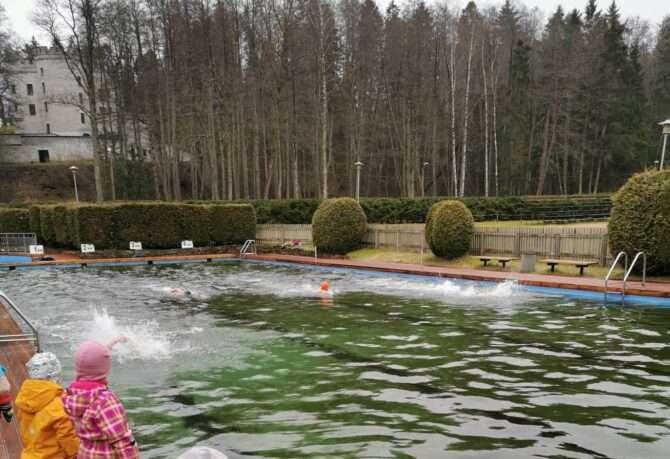 Ujujad Nõmme spordikeskuse välibasseinis. Foto: SK Stamina