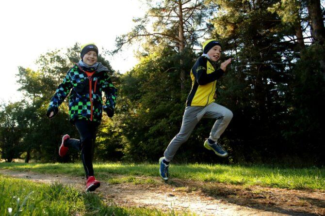 Poisid jooksevad võidu. Foto: ajakiri Jooksja