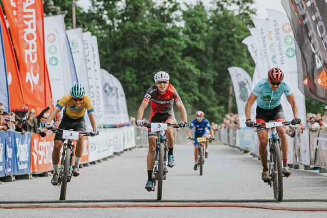 Meeste võitja Gert Jõeäär (sinise särgiga)