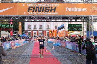 9. Tartu Linnamaratoni võitja Raido Mitt finišeerumas. Foto: Tarmo Haud