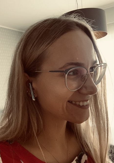 Nicole Maria Klais uute Huawei FreeBuds 4 nööpkõrvaklappidega